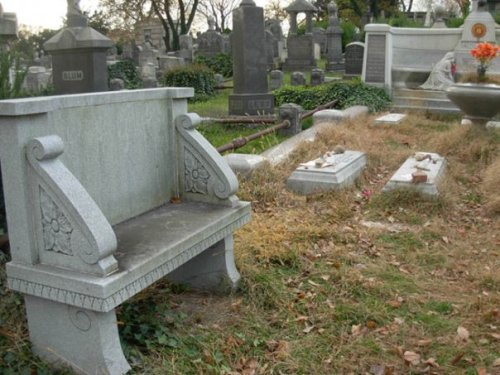 Harry Houdini's resting place at Machpelah Cemetery. Photo taken by Michele Witchipoo 2009.