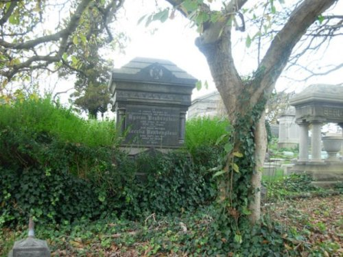 Other tombstones at Machpelah Cemetery, where Harry Houdini is buried. Photo by Michele Witchipoo 2009.