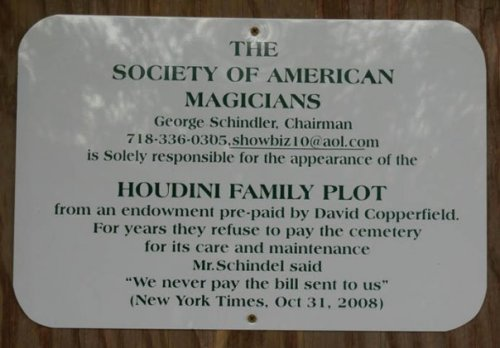 Sign of misquote. Photo taken Nov. 2009. Machpelah Cemetery, final resting place for Harry Houdini. Photo by Michele Witchipoo.